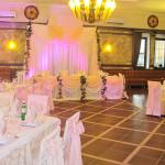 украшение зала в розовых тонах