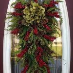 новогодний декор двери дома